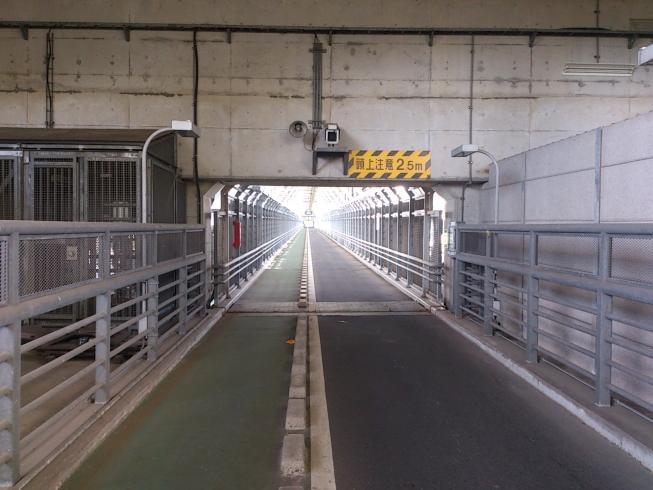 最後の橋の歩道